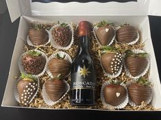 Valentines Day Baskets, Valentine Desserts, Wine Gift Boxes, Wine Gifts, Liquor Bottle Crafts, Edible Bouquets, Dessert Boxes, Fruit Box, Party