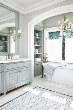 jolie salle de bain de luxe, modèle de salle de bain à l'italienne