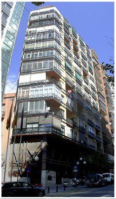 Piso de estudiantes en Rambla de  Alicante. España. El tramo de la casa. Es la situada a la derecha de la imagen