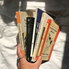 book aesthetic Second hand books, vintage books, c - aesthetic Book Aesthetic, Aesthetic Pictures, Aesthetic Vintage, Cream Aesthetic, Artist Aesthetic, Aesthetic Dark, Summer Aesthetic, Books To Read, My Books