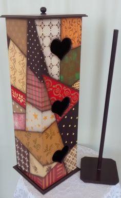 Porta-papel higiênico: MDF com pintura imitando patchwork e  uso de estêncil e carimbos