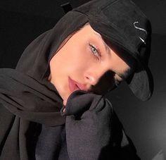 give me an offer i cant refuse Hijabi Modern Hijab Fashion, Street Hijab Fashion, Hijab Fashion Inspiration, Muslim Fashion, Style Fashion, Casual Hijab Outfit, Hijab Chic, Ootd Hijab, Niqab