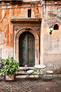 Via di San Simone, Roma I would like to find this very much on my next trip! Also, purchasing a bistro set like this is high on the bucket list.