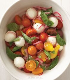 Tomato and Bocconcini Salad- makes 4 servings. PER SERVING: 100 cals fat. This dish is Gluten free, sugar free, low cholesterol, trans fat free, and reduced fat. Easy Weight Loss, Healthy Weight Loss, How To Lose Weight Fast, Reduce Weight, Low Carb Recipes, Vegetarian Recipes, Healthy Recipes, Mozarella, Cuisine