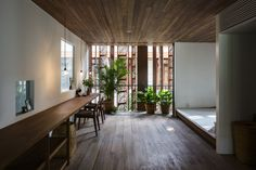 Gallery of Thong House / NISHIZAWAARCHITECTS - 15