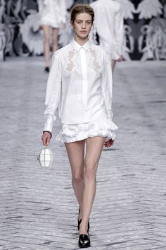 Love the skirt, shape of the bag, and there is just something a bit off that catches my eye. I like it. DJH Viktor & Rolf|32