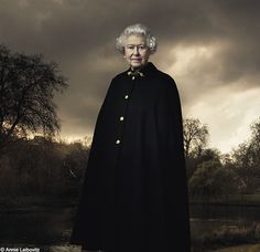 In 2007, Leibovitz was asked by Queen Elizabeth II to take her official portrait for her visit to Virginia. #leibovitz