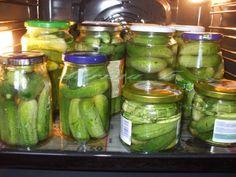 Uhorky zavárané v rúre - recept | Varecha.sk Pickles, Cucumber, Ale, Mason Jars, Canning, Food, Beer, Ale Beer, Home Canning