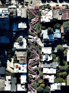 #HTE wind down the hill of Lombard Street which runs from eastCars wind down the hill of Lombard Street