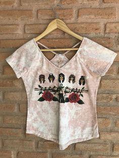 Blusa T-shirt Feminina estampa rock detalhe recorte nas costas. R 59 438ad99e1bf
