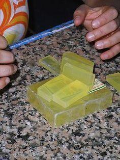 Fórmula para hacer jabón de glicerina más duro Diy Savon, Homemade Bar, Halloween Games For Kids, Soap Making Supplies, Glycerin Soap, Soap Recipes, Beauty Recipe, Kombucha, Home Made Soap
