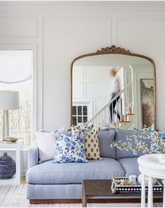 Get The Look: Pretty Living Room – The Honeycomb Home – Facility Blue And Cream Living Room, Blue Couch Living Room, Formal Living Rooms, Rugs In Living Room, Living Area, Light Blue Couches, Classic Living Room, Living Room Inspiration, Decoration