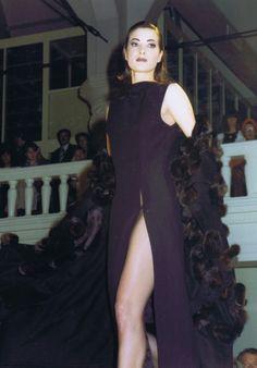 Mart Visser Haute Couture Autumn Winter 1992 Donker Blauw Robe met Hoog Split