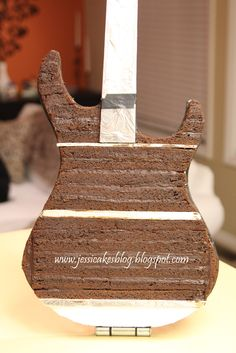 How to build a stand-up electric guitar cake - Jessica Harris Cake Design - Bisahmet Foods&Drinks Gravity Defying Cake, Gravity Cake, Cake Decorating Techniques, Cake Decorating Tutorials, Decorating Supplies, Decorating Ideas, Fondant Cakes, Cupcake Cakes, Fondant Bow