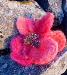 Unique flower brooch or pin hair. Hand made felted with merino and recycling ribbons Perfect gift. Unique Flowers, Flower Brooch, Hair Pins, Maya, Crochet Earrings, Peach, Rose, Pink, Handmade