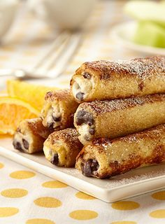 A super easy, decadent recipe for Cannoli French Toast Rolls. Sure to be your new brunch tradition.