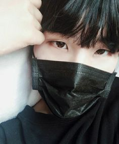 I don't think this is Yoongi, look at the hands. Yoongi's hands are big and veiny. But still, he or she looks like him