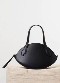 Small Curved Handbag in Black Natural Calfskin - Spring / Summer Runway 2015 collections - Handbags Purses And Handbags, Leather Handbags, Leather Bag, Handbag Accessories, Fashion Accessories, Handmade Handbags, Handmade Bags, Beautiful Bags, My Bags