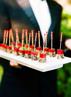 """""""Comidinhas"""" - finger foods e mini porções - fazem o maior sucesso em mini weddings!"""