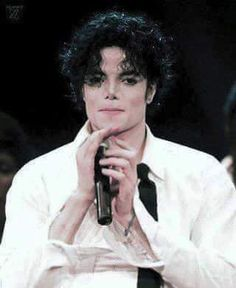 Michael performs circa 1995. My baby's sexilusciousness is outta bounds!... mega hawt n' yummy! *rawr*