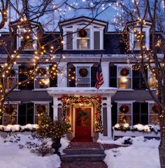 70 Awesome Farmhouse Style Exterior Christmas Lights Decorations - Page 22 of 71 - Afifah Interior Christmas Time Is Here, Merry Little Christmas, Noel Christmas, Winter Christmas, All Things Christmas, Christmas In Boston, Cabin Christmas, Christmas Music, Decoration Christmas