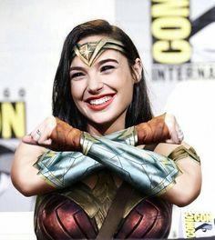 Wonder woman. Wonder Woman Art, Gal Gadot Wonder Woman, Wonder Women, Gisele Yashar, Gal Gardot, Dc Comics Heroes, Bionic Woman, Female Hero, Woman Movie