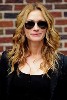 Beauty Tip Of The Day: Get The Natural Beach Wave Hair. Julia Roberts.