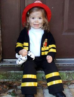 75 Cute Homemade Toddler Halloween Costume Ideas – Parenting 75 Cute Homemade Toddler Halloween Costume Ideas Black sweats with yellow tape and a fire hat Easy Halloween Costumes Kids, Toddler Girl Halloween, Easy Diy Costumes, Halloween Kostüm, Costume Ideas, Toddler Fireman Costume, Infant Halloween, Fireman Party, Costume Contest