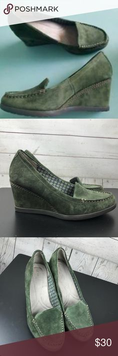 """Naturalizer N5 Comfort Green Suede Wedge Heels 8.5 Naturalizer N5 comfort green suede wedge heel. 3"""" Wedge. Such a great color. Gently used condition, size 8.5. BC5 Naturalizer Shoes Wedges"""
