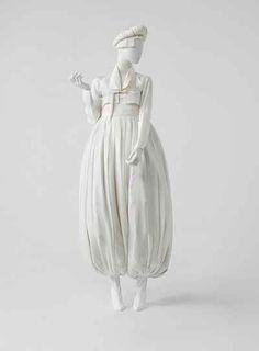 Korea Now ! Craft, design, mode et graphisme en Corée - exposition au musée Les… Korean Traditional Dress, Traditional Fashion, Traditional Dresses, Oriental Fashion, Ethnic Fashion, Asian Fashion, Korean Dress, Korean Outfits, Modern Hanbok