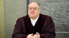Im Jurastudium muss man viel auswendig lernen? Blödsinn, sagt Bundesrichter Thomas Fischer. Was an den Unis alles falsch läuft, erklärt er hier.