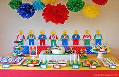 こちらのテーマはレゴ。赤、青、黄色、緑がテーマカラーになっていますが色のトーンをビビッドに統一して、お皿などを白でまとめたことで統一感が出てオシャレに見えます。