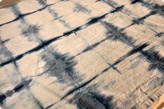 Traditional Indigo Shibori Basics - A Dharma Featured Tutorial Diy Tie Dye Projects, Shibori Tie Dye, Tie Dyed, Tie Dye Techniques, How To Make Clothes, How To Dye Fabric, Different Fabrics, Textiles, Indigo