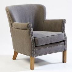 Sillón con diseño vintage tapizado en tejido de lino en color gris y remate de tachuelas
