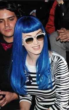 cabello de color azul electrico en las puntas - Buscar con Google
