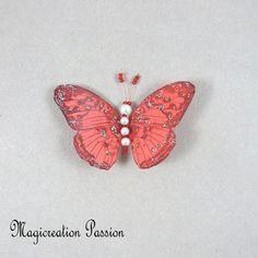 Magnet décoratif papillon soie rouge +1 aimant , collection gallia - Un grand marché Moth, Insects, Montage, Dimensions, Magnets, Animals, Boutique, Collection, Red Silk