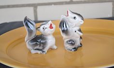 50s skunk salt & pepper shakers, vintage collectible made in Japan, 1950s novelty salt and pepper shakers, retro ceramic shakers by strangewaysvintage on Etsy