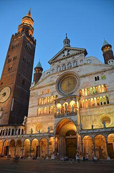 Cattedrale di Santa Maria Assunta - (il Duomo) Cremona, Lombardia -  Italy. consecrated in 1196 Romanesque with Gothic revisions