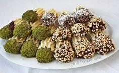 Daha öncede yapmistim bu kurabiyelerden fakat bu sefer tarifinde kabartma tozu yok ayrica cikolatali ve fistik findiga batirarak denedim harika olmuslar ben demiyorum yiyenler öyle söylüyor,ben onl…
