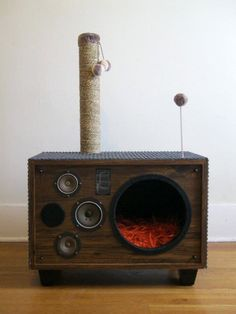 Cat House from an Old Speaker - KatzenLiebe - Gatos Pet Furniture, Repurposed Furniture, Simple Furniture, Furniture Showroom, Furniture Refinishing, Urban Furniture, Street Furniture, Distressed Furniture, Farmhouse Furniture