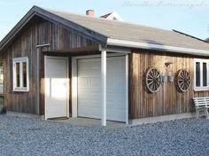 garasje jernvitrol - Google-søk Garage Doors, Shed, Outdoor Structures, Outdoor Decor, Home Decor, Decoration Home, Room Decor, Home Interior Design, Carriage Doors