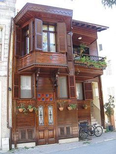 A house in Istanbul Turkish Architecture, Cultural Architecture, Historical Architecture, Art And Architecture, Wooden Hut, Wooden Cottage, Bg Design, House Design, Style At Home