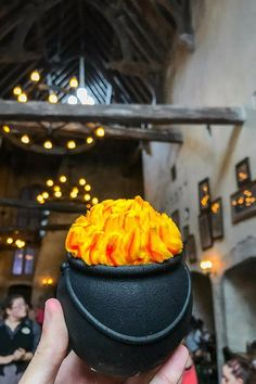 Harry Potter Cauldron Cakes Are the Yummiest Things to Happen to the Wizarding World Universal Studios Food, Universal Orlando, Harry Potter Desserts, Harry Potter Food, J'ai Dit Oui, Cauldron Cake, Spring Break Trips, Restaurant Recipes, Disney Vacations