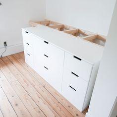 DIY hoogslaper met IKEA NORDLI kasten Small Room Bedroom, Kids Bedroom, Bedroom Decor, Bedroom Sets, Nordli Ikea, Ikea Bed Hack, Ikea Chest Of Drawers, Diy Storage Bed, Bedding Storage