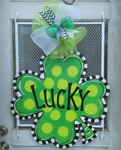 St Patrick's Day Door Hanger Clover Door Hanger by ArtByAudet Diy Arts And Crafts, Decor Crafts, Irish Celebration, St Patricks Day Quotes, St Patrick's Day Decorations, Wood Cutouts, St Pattys, Paint Party, Door Signs