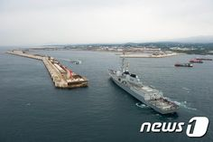 제주 해군기지에 입항하는 세종대왕함