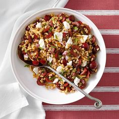 Tossed with a minty vinaigrette, this healthy farro and cherry salad recipe can be served as a light lunch or as a side dish along with grilled chicken, duck or pork. Cherry Salad Recipes, Summer Salad Recipes, Summer Salads, Lunch Recipes, Healthy Recipes, Meatless Recipes, Winter Recipes, Vegan Meals, Vegan Food