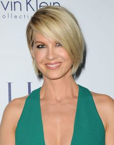 Jenna Elfman at the 2015 ELLE Women in Hollywood Awards. http://beautyeditor.ca/2015/10/21/elle-women-in-hollywood-awards-2015