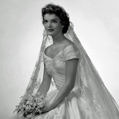 Sunday Style Icon: Jackie Kennedy Onassis- love her dress and flowers! Nicky Hilton, Natalie Wood, Dior Haute Couture, Pippa Middleton, Couture Wedding Gowns, Designer Wedding Dresses, Grace Kelly, Audrey Hepburn, Types Of Dresses