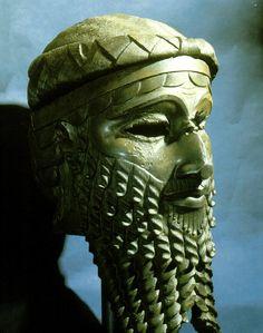 Cabeça de Sargão II, III milênio a.C., Museu do Iraque, Bagdá.